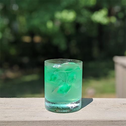 a glass of green lemonade